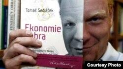 Томаш Седлачек и его книга