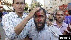 Тахрир алаңындағы төбелестен 100-ден астам адам зардап шеккен. Каир, Египет, 12 қазан 2012 ж.