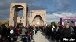 Церемония канонизации погибших во время массовых убийств армян в Османской империи. Эчмиадзин, 23 апреля 2015 года.