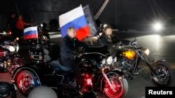 Президент Росії Володимир Путін із байкерами клубу «Нічні вовки». Архівне фото