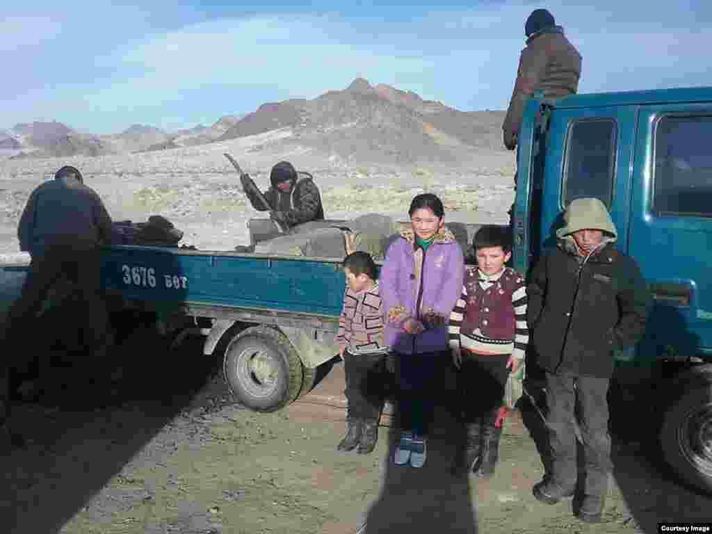 Казахи в Баян-Улгийском округе Монголии.