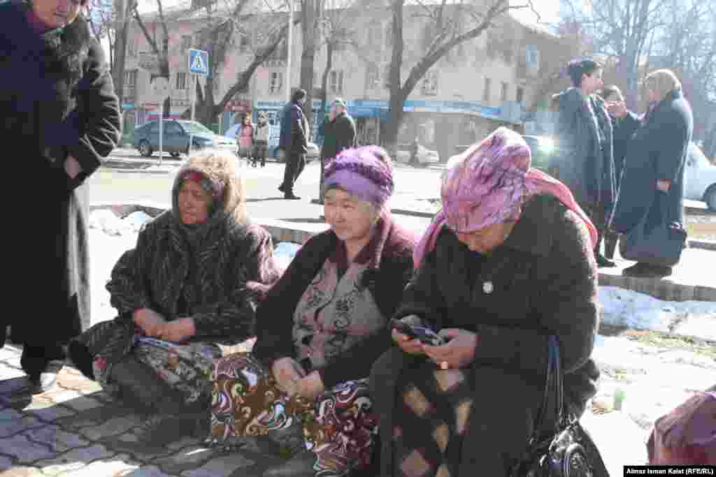 Сельские женщины составляют большинство среди тех, кто берет микрокредиты.