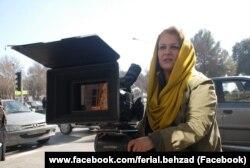 Ferial Behzad Eýranda Günbatarda bilim alan ýeke-täk zenan režissýorlaryň biridir.