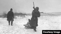 Казахские беженцы. Предположительно 1932 год. Фото из Центрального государственного архива кинофотодокументов и звукозаписей Казахстана.