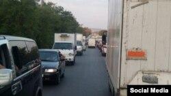 Пробка на феодосийской трассе, образовавшаяся вследствие ремонта дороги