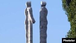 Памятник дружбе Турции с Арменией, Карс
