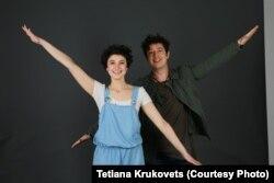 Музикант Дмитро Шуров (Pianoбой) та учасниця проекту Інеса Матюшенко