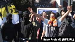Huligani na ulicama Podgorice tokom prve Parade ponosa, oktobar 2013.