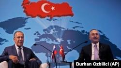 Rusiya və türkiyənin xarici işlər nazirləri Sergey Lavrov (solda) və Mevlut Çavuşoğlu avqustun 14-də Ankarada görüşüblər