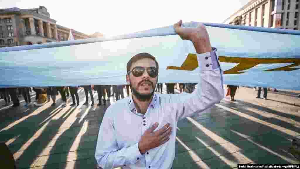 Шара басталғанда оған қатысушылар Украина мен Қырым татарларының ұлттық әнұрандарын шырқады.