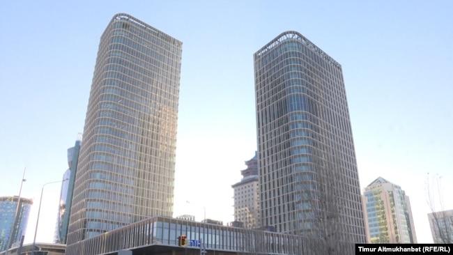 Бизнес-центр Talan Towers в центре казахстанской столицы, в строительство которого вложилась компания Булата Утемуратова. Здесь же находится ее головной офис. Нур-Султан, 2 декабря 2020 года.