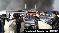 """Пожар на рынке """"Кулагер"""" в Алматы. 17 ноября 2013 года."""