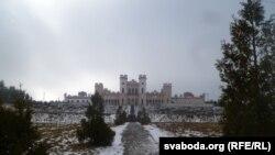 Як аднаўляюць Косаўскі палац