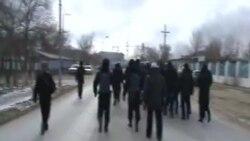 Жанаозен. Полиция идет на разгон демонстрации