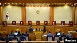 Түштүк Кореянын Конституциялык сотунун олтуруму. Сеул, 10-март, 2017-жыл.