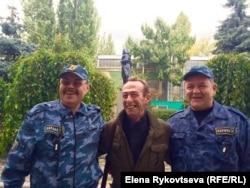 "Яков Гопп и охранники завода ""Прессмаш"""