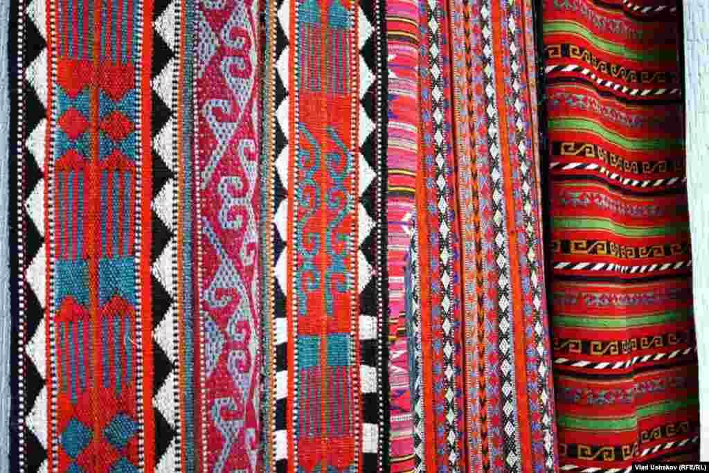 Разнообразие кыргызских узоров.
