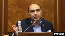 Armenia -- Bright Armenia Party leader Edmon Marukian at a parliament session in Yerevan, June 4, 2020.