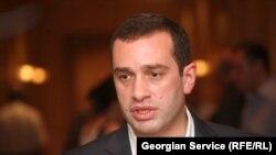 Аласания отметил, что в ближайшее время не собирается с визитом в Россию. По его словам. переговоры с Россией должно вести правительство Грузии