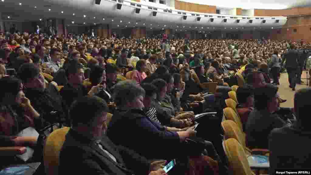 Әкім есебін тыңдап отырған тұрғындар. Алматы, 20 ақпан 2019 жыл
