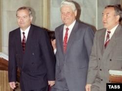 Слева направо: Ислам Каримов, Борис Ельцин и Нурсултан Назарбаев на встрече глав государств СНГ в Ташкенте, 1992 год.