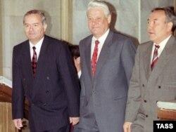 Президент Узбекистана Ислам Каримов, президент России Борис Ельцин и президент Казахстана Нурсултан Назарбаев на саммите СНГ. Ташкент, 14 мая 1992 года.