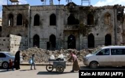 Улица в северном сирийском городе Аазаз, вблизи границы с Турцией. 17 апреля