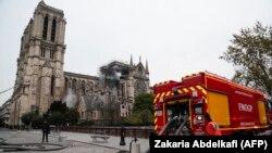 Лидеры Грузии выразили сочувствие в связи с пожаром в соборе Парижской Богоматери, который произошел накануне
