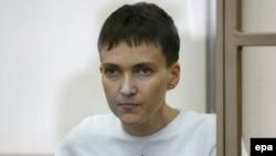 Украиналық ұшқыш Надежда Савченко сотта отыр. Донецк, Ресей, 9 наурыз 2016 жыл.