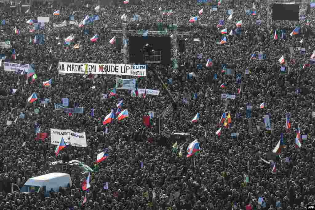 Around 250,000 people attended a protest on November 16 against Czech Prime Minister Andrej Babis on the eve of the 30th anniversary of the Velvet Revolution in Prague. (AFP/Michal Cizek)
