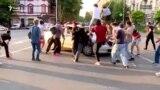 21 ივნისის დილით დაპირისპირებისას აქციის მონაწილეებმა პოლიციის ავტომობილი დააზიანეს
