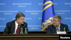 Fostul președinte ucrainean Petro Poroshenko și Igor Kolomoiski la prezentarea noului guvernator al regiunii Dnipropetrovsk. 26 martie 2015