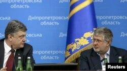 Prezident Petro Poroshenko və Dnepropetrovsk vilayətinin keçmiş qubernatoru İgor Kolomoysky.