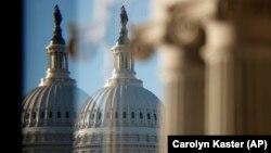 Купол Капитолия, где проходят заседания сената конгресса США.