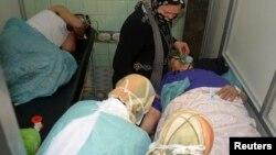 Սիրիա - Հալեպի հիվանդանոցում օգնություն է ցուցաբերվում մարդկանց, որոնք, կառավարության պնդմամբ, տուժել են ապստամբների կողմից քիմիական զենքի կիրառման հետեւանքով, 19-ը մարտի, 2013թ.