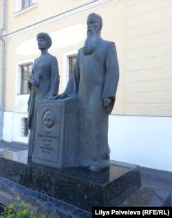 Памятник Николаю и Елене Рерихам