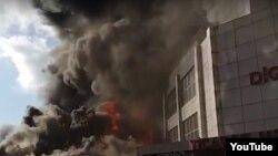 Пожар в торговом центре в Низаминском районе столицы Азербайджана Баку. 26 марта 2019 года.