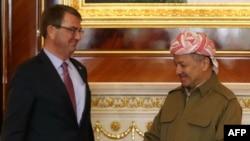 Massud Barzani (sağda) Ashton Carter ilə görüşdə, 17 dekabr, 2015-ci il