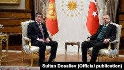 Режеп Тайып Эрдоган менен Сооронбай Жээнбеков. Анкара, 9-апрель, 2018-жыл.
