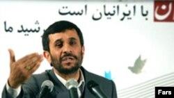 آقای احمدی نژاد می گوید که ۳۰ رئيس جمهور با وی تماس گرفته اند که مبادلات خود را با ايران ادامه خواهند داد.