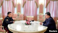Президент України Петро Порошенко та командувач Національної гвардії Степан Полторак у Києві, 13 жовтня 2014 року