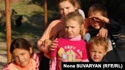 Цыганские дети в Грузии. Иллюстративное фото.