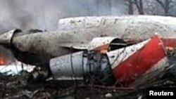 Уламки польського президентського літака, що впав біля Смоленська, 10 квітня 2010 року