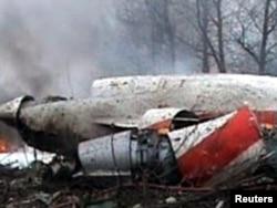 На месте крушения самолета президента Польши Леха Качиньского