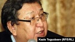 «Әлеуметтік араздықты қоздырды» деп айыпталған белсенді Серік Сапарғали. Алматы, 9 қаңтар 2012 жыл.