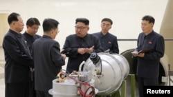 رهبر کره شمالی در دیداری از تاسیسات اتمی نظامی آن کشور
