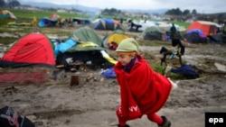 Pamje e një kampi të migrantëve në Idomeni të Greqisë