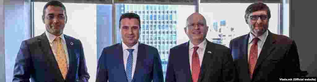 САД / МАКЕДОНИЈА - Северна Македонија во овој период е целосно фокусирана на обезбедувањето датумот за старт на преговорите со ЕУ во октомври, како и за напредок во ратификацијата на Протоколот за пристапување во НАТО, двете стратешки цели за државата за чие остварување САД дадоа огромен придонес, рекол премиерот Зоран Заев на средбата со високите претставници на Стејт Департментот, помошникот на државниот секретар Филип Рикер и специјалниот претставник за Западен Балкан, Метју Палмер во Њујорк.