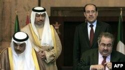المالكي ونظيره الكويتي اثناء مراسم توقيع اتفاقيات بين البلدين