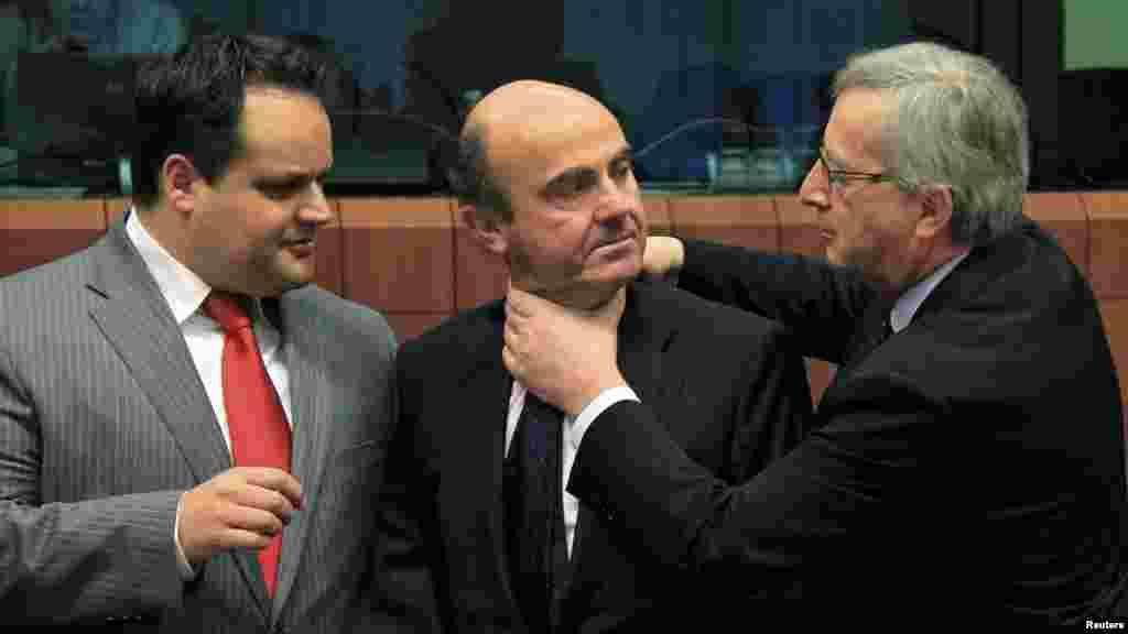 Сейчас задушу! (Министры финансов Испании, Дании и премьер-министр Люксембурга во время обсуждения проблем еврозоны, Брюссель, 12.03.2012).
